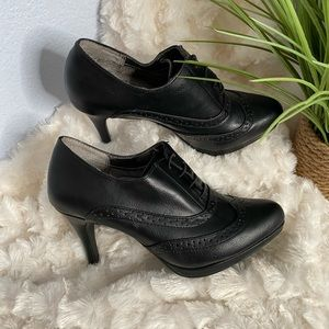 Life stride black ankle heeled boots Size 6.5